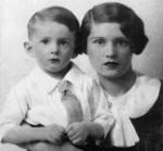 Louis Wolfson avec sa mère, Rose Minarsky-Brooke, en 1934. (DR)